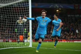 Barcelona oo guul  Dahabi ah ku soo gaadhay Emirates Stadium iyo messi oo 2 jeer shabaqa soo taabtay